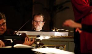 Tonsättaren Fredrik Sixtens juloratorium uruppfördes för ett år sedan i Göteborg. Här satt han själv vid orgeln i GA-kyrkan.