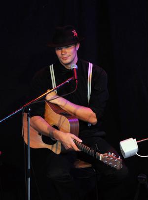 Robin Brorsson från Äppelbo var kvällens trubadur.