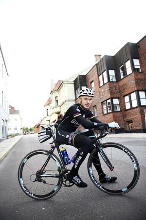 Pustar ut efter ett dygns cykeltur som nådde alla dalakommunerna för attt väcka uppmärksamhet till insamlingen till SOS barnbyar