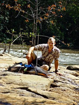 Erik Mararv sitter fängslad sedan 13 lik hittats på hans mark i Centralafrikanska republiken.