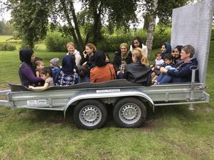 En tur runt med traktor uppskattades mycket av barnen.
