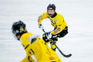 Målskytt. ÖSK Bandys Robin Öhrlund nätade i EM-finalen för P19-landslaget mot Ryssland.
