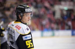 Robert Lantosi under matchen i Hockeyallsvenskan mellan Timrå IK och VIK Västerås HK  den 3 december 2015.