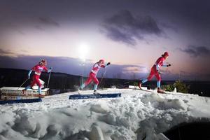 Damklassen i Maxim XC Team Trial togs hem av Ski Pro Am med bland annat Sara Lindborg. Här ser vi tjejerna i bild.