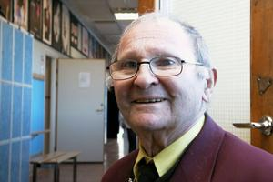 Många unga i dag låter sig lockas av nazisternas budskap. Men de ska inte låta sig lockas. De har ingen framtid. För vem vill anställa en nazist, säger Mietek Grocher, som reser runt i svenska skolor och berättar om sina fasansfulla upplevelser under andra världskriget.