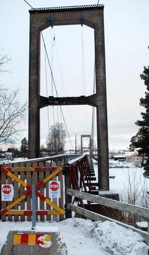 Tidigast i januari kan Grönalidsbron besiktigas. Därefter får kommunen besked om den går att reparera, eller om man tvingas riva den och bygga en ny.