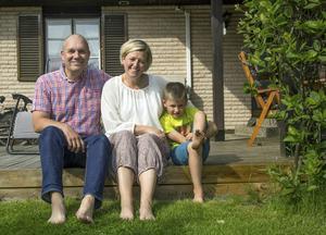 Roland, Kristin och Zeb kommer prova att bo utomlands i ett år.