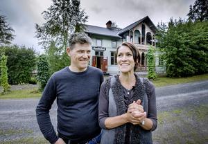 Läget, handelsboden, skicket, storleken. Det finns många skäl varför Fredrik Walentin och Helena Skogh trivs i sitt fritidshus.