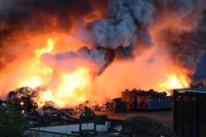 Natten mot tisdagen utbröt en brand på ett skrotupplag i Gävle hamn.