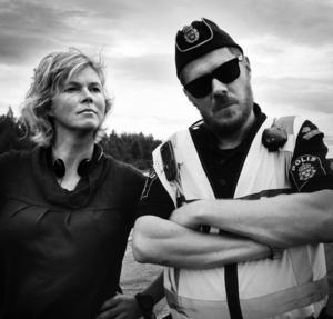 """Marit Sigurdson är skripta och regiassistent vid pågående inspelningen av långfilmen """"Sophelikoptern"""". Här syns hon tillsammans med filmens regissör Jonas Selberg Augustsén."""