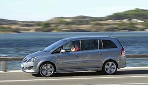 Den andra generationen av Opels MPV-bil Zafira presenterades år 2005. Hög kaross ger fina innerutrymmen trots begränsad totallängd.