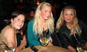 å. Rafaela, Isabella och Violetta