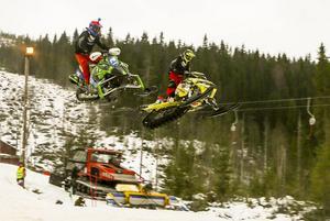 Tuff kamp mellan Daniel Rönnung och Jocke Eriksson, båda från Njurunda MK