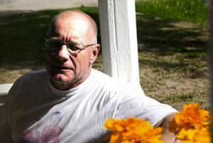 Viktig för byn. Kurt Hellberg från Sågmyra hembygdsförening är glad att ägaren fortsätter att renovera herrgården trots svampupptäckten.
