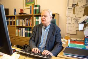 Den 17 februari lämnar Anders Jacobson sitt kontor i Tjädernhuset. Som tillförordnad chef efter honom går Christina Kaloinen in. Hon har redan gått bredvid några dagar och