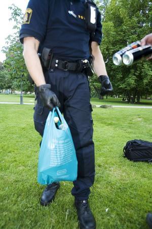 Nolltolerans. Polisen ska omhänderta alkohol i Vasaparken på studentdagen. Personer under 20 år med alkohol kommer dessutom att kallas till polisförhör.