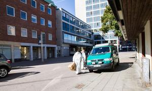 Polisen genomförde tekniska undersökningar i två lägenheter på Kopparbergsvägen under söndagen. Det var i de två lägenheterna som bråk uppstod natten till söndag.