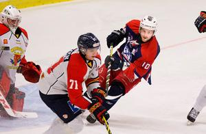 Suraikon. Nicklas Larsson är fortsatt en nyckelspelare i Sura och en kulturbärare av i princip unikt snitt i Hockeysverige.