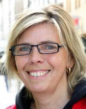 Elisabeth Persson, 49 år, Frösön:– Ja, jag måste svara ja. Annars blir det tokigt, jag är samhällslärare. Men EU är fortfarande anonymt, även för mig.