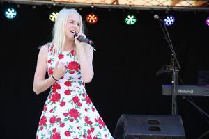 Linn Jons var kvällens unga talang, hon framförde den egna sången