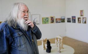 Konstföreningens ordförande Stefan Daagarsson tror att vårsalongen bidrar till att öka kvaliteten på den konst som skapas i Hälsingland.