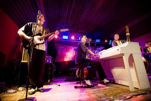 Rockabilly-dansbandet Playtones spelade på Hambologen i onsdags kväll.