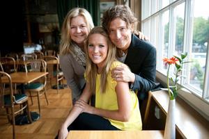 Elisabeth Andreassen, Marie Serneholt, Andreas Johnson och Lasse Kronér (ej med på bilden) medverkar i Julkonserten 2011.