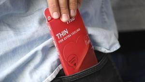 Kondom – det säkraste sättet att skydda sig mot sexuellt överförbara sjukdomar som klamydia och gonorré.