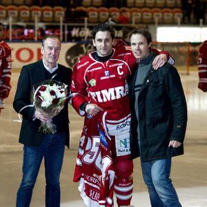 Per Hallin, i mitten, och Robert Carlsson, till höger, finns med på topplistan när det gäller flest matcher genom tiderna i Timrå IK. Och båda är givna på den här favoritlistan.