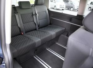 Sätena kan skjutas fram och tillbaka för att ge maximalt benutrymme alternativt större bagageutrymme. Lyfter man ut stolarna helt så får man en magnifik skåpbil för 5,8 kubik bagage.