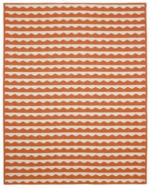 En matta som är vävd i plast kan mjuka upp golvet i ett kök till exempel. Brita of Sweden har ett sortiment med svensktillverkade, vävda plastmattor. Foto: Brita of Sweden