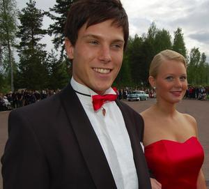 Stilligt par. Den röda flugan på Mårten Wigh matchade Annika Löfbergs klänning. Foto: Hans Olander