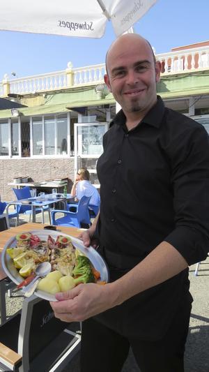Varje fiskmåltid är en fest. Här på La Colfradia de Taliarte i Taliartes hamn.