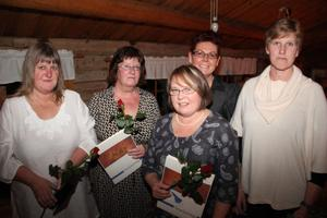 Från vänster Gunilla Magnusson, Pia Samuelsson, Ann-Christine Bylin, Carina Holmström och Monica Eriksson hyllades för 25 års insatser i Nordanstigs barnomsorg.