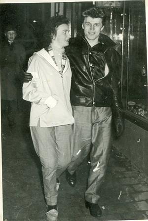 Rut Mähler och Lasse Solax, ett stiligt par på Storgatan åren då Tommy Steel var rockkung och Sophia Loren filmstjärna.