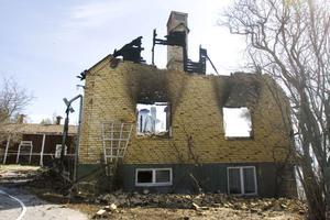 En villa på Fegärdevägen i Njutånger brann ner under natten till söndag.