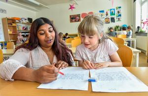 Många lärare klagar över arbetsmiljön. Varför inte inrätta en ordning som underlättar? Foto: Jonas Ekströmer / TT
