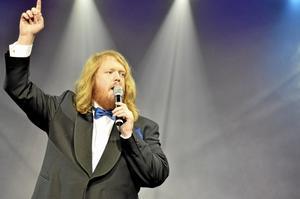 Solo. Martin Almgren framförde flera solo och duettnummer. De gick hem hos publiken.