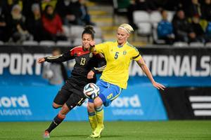 Kvinnliga fotbollsspelare kan inte leva på sin lön 2d5b38cd9798b