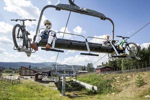 Tor och Arvid Modin från Stockholm besöker Lofsdalen för att cykla downhill.