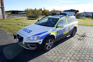 Ett större område runt gångtunneln under E4 i Bydalen spärrades på söndagen av och genomsöktes av polisens tekniker.