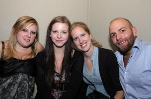 Blue Moon Bar. Sara, Aline, Jessica och Markus