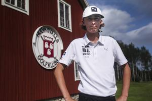 Simon Björkén är bara 15 år och yngst i Hudiksvalls division 1-lag.