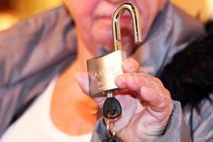 Ett nytt och kraftigare lås kan kanske avskräcka tjuven, hoppas Inga-Lill Hägglund.