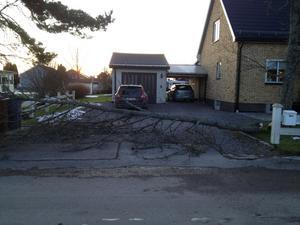 Så här såg det ut på annandagens morgon på Västanvägen i Borlänge.