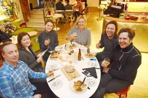 Resan avslutades på Jazzköket i Östersund med en svensk fika. Resultatet av vistelsen kommer att publiceras i The independent om några veckor. The independent är en av Storbritanniens större dagstidningar.