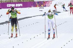 Denise Herrmann, här till vänster i temsprintfinalen i OS i Sotji, 2014, gick segrande ur striden i IBU Cup-premiären i Beitostölen. Kanske har Tyskland fått fram en ny världsstjärna i skidskytte.