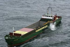 Greenpeace lägger ut det första av sammanlagt 1000 granitblock på botten utanför ön Sylt i Nordsjön