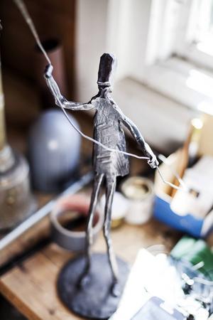 Konstsmeden Peter Hedman gör ofta sina figurer i ett enda stycke.
