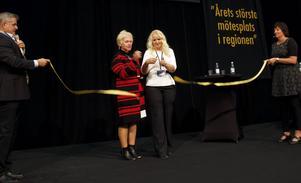 Monica Jacobsson, ordförande i kommunfullmäktige, och Anna-Louise Kleen, ordförande i Företagarna i Sandviken, klippte bandet och invigde mässan.